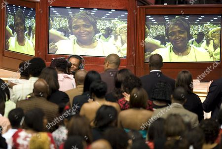 Rhonda Mccullough the Widow of Us Actor and Comedian Bernie Mac is Shown On Tv Screens As She Stands in the Front Row During Her Introduction at the Start of Mac's Memorial Service at the House of Hope Church in Chicago Illinois Usa 16 August 2008 Mac 50 Died in a Chicago Hospital On 09 August From Complications Due to Pneumonia