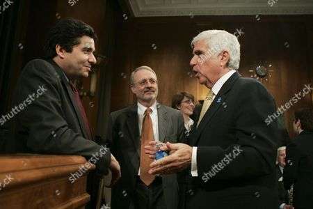 Chief Executive Officer (ceo) of Sirius Satellite Radio Mel Karmazin (r) Talks with a Senate Staff Member Prior to Testifying Before the Senate Judiciary Committee Subcommittee Hearing On the Xm-sirius Satellite Radio Merger On Capitol Hill in Washington Dc Tuesday 20 March 2007