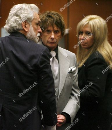 Defense Attorneys Dennis Riordan (l) and Linda Kenney-baden (r) Flank Music Producer Phil Spector (c) Following the Prosecution's Closing Arguments in Spector's Murder Trial in Los Angeles California Usa 05 September 2007 Spector is Accused of Fatally Shooting Actress Lana Clarkson in His Home On 03 February 2003