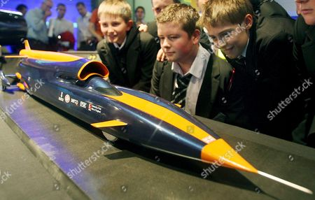 School Children Look Over a Model of the Bloodhound Ssc at the Science Museum in London Britain 23 October 2008 a British Supercar Designed to Break the World Land Speed Record Has Been Unveiled and if It Succeeds the Driver Andy Green Will Be the First to Drive Through the 1000 Mph Barrier the New Car Called the Bloodhound Ssc Will Be 42 Ft Long 9 Ft High and Will Weigh 6 4 Tonnes and Boasts a Top Speed of 1 050 Mph It is Currently Being Designed by the Richard Noble and Will Be Driven by Andy Green a Royal Air Force Pilot the Pair Currently Hold the World Land Speed Title For Their Record Breaking Car Thrustssc Which Holds the Record Travelling at 766 Mph