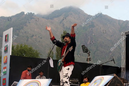 Stock Image of Salman Ahmad Lead Singer of Pakistani Rock Band Junoon Performs During a Concert in Srinagar Indian Kashmir 25 May 2008 Thousands of Strife Weary Kashmiris Usually Accustomed to Sound of Bombs and Rattle of Gunfire Screamed with Joy Clapped and Danced to the Beat of Music by Junoon the Concert Biggest Musical Event in the Disputed Kashmir Region in Nearly Two Decades in a Bid For Peace Was Held Amid Tight Security On the Banks of Region's Famous Dal Lake Ringed by Lofty Himalayan