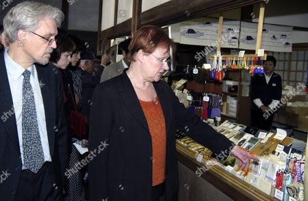 Finnish President Tarja Halonen (c) and Her Husband Dr Pentti Arajarvi (l) Look to Souvenir Display at the Ryoanji Temple in Kyoto Saturday 23 October 2004 Ms Halonen Will Be Back in Tokyo This Evening to Assist at a Kabuki Theater Performance