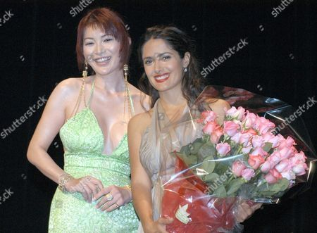 Mexican-born Actress Salma Hayek and a Bouquet Presenter Mika Kano the Japanese Fassion Leader Pose For Photographers During the Presentation Before the Preview of Her Latest Film 'Frida' Which Has Gotten 2 Academy Awards in Tokyo On Monday 14 July 2003 Epa Photo/epa/akio Suga Japan Tokyo