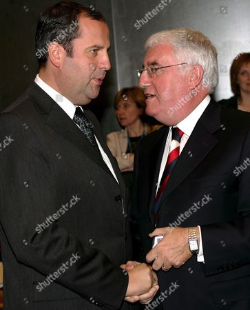 Austrian Agriculture Minister Josef Proll (l) with Irish Environment Minister Dick Roche (r) at the Start of the Eu Environment Council in Luxembourg Monday 17 October 2005