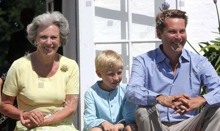 Princess Benedikte, Count Jefferson von Pfeil und Klein-Ellguth pose for the media.