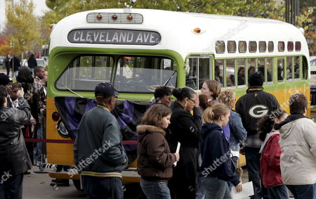 Mourners For Rosa Parks File Past the Actual Bus On Which She Refused to Give Up Her Seat That is On Display at the Charles Wright Museum of African American History in Detroit Michigan where She Lays in Repose On On Tuesday 01 November 2005 Parks' Refusal to Give Up Her Seat On a Montgomery Bus to a White Man Helped Break Racial Segregation in America Her Quiet Protest 50 Years Ago Led to a Revolt Against the Segregation of Whites and Blacks Parks Died at Her Home in Detroit at Age 92