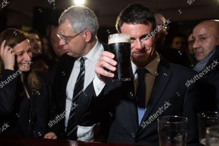 Anne Gravoin, Philippe Doucet and Manuel Valls with a beer