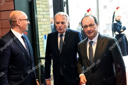 French President Francois Hollande (R), State Secretary for European Affairs Harlem Desir (L) and French Minister of Foreign Affairs Jean-Marc Ayrault arrive for the Mideast peace conference in Paris, France, 15 January 2017. Foreign ministers and representatives from around 70 countries are seeking to revive the moribund Israeli-Palestinian peace process, which could be dealt a further blow if Trump implements a campaign pledge to recognise Jerusalem as Israel's capital.