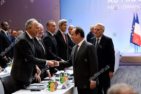 French President Francois Hollande (C) shakes hands with Moroccan Foreign Minister Salaheddine Mezouar (L) next to French Minister of Foreign Affairs Jean-Marc Ayrault (R) as he arrives for the Mideast peace conference in Paris, France, 15 January 2017. Foreign ministers and representatives from around 70 countries are seeking to revive the moribund Israeli-Palestinian peace process, which could be dealt a further blow if Trump implements a campaign pledge to recognise Jerusalem as Israel's capital.