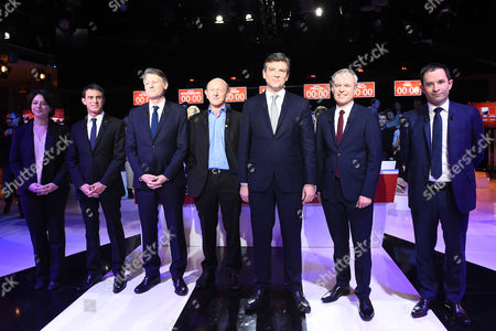 Candidates for the left-wing party primaries ahead of the 2017 presidential election (L-R) President of the Radical Left Party (PRG) Sylvia Pinel, former Prime minister Manuel Valls, former Education minister Vincent Peillon, President of the Democratic Front (Front Democrate) Jean-Luc Bennahmias, former Economy minister Arnaud Montebourg, founder of the Ecology party 'Ecologistes!' Francois de Rugy and former Education minister Benoit Hamon pose ahead of the second televised debate in Paris, France, 15 January 2017. France's seven left-wing presidential candidates hold their second televised debate before the first round of their primary on January 22.