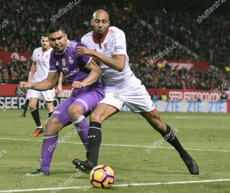 Sevilla FC´s French midfielder Steven N'Zonzi (R) fights for the ball with Real Madrid´s Brazilian midfielder Carlos Henrique Casimiro (L) during the Spanish First Division soccer match between Sevilla FC and Real Madrid played at Sanchez-Pizjuan stadium in Sevilla, Spain, 15 January 2017.