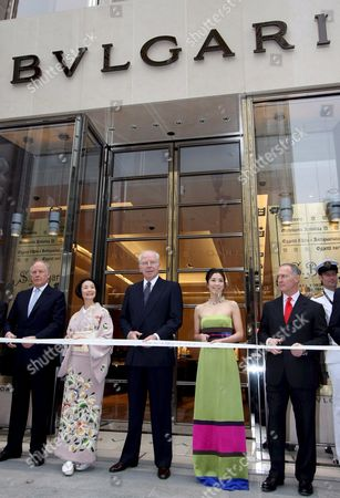 Bulgari Group Ceo Francesco Trapani (c) Smiles During a Photo Call Prior the Ribbon Cut Ceremony of Bulgari's New Flagship Store in Tokyo's Fashion District Ginza Japan 28 November 2007 the Bulgari Ginza Tower is the Italian Jeweler and Luxury Goods Retailer Largest Store in the World Also Shown in the Picture Are Japanese Actresses Sumiko Fuji (2nd L) and Shinobu Terashima (2nd R) Bulgari Chairman Paolo Bulgari (r) and Vice-chairman Nicola Bulgari (l)