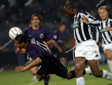Porto's Player Derlei (l) Fights For the Ball with Partizan Player Taribo West (r) in Belgrade On Tuesday 16 September During a Uefa Champions League Soccer Match Epa Photo/epa/georgi Licovski// Serbia and Montenegro Belgrade
