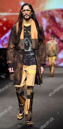 A model presents a creation from the Fall/Winter 2017/18 menswear collection of Italian designer Kean Etro for the label Etro during the Milan Men's Fashion Week, in Milan, Italy, 16 January 2017. The Milano Moda Uomo runs from 13 to 17 January.