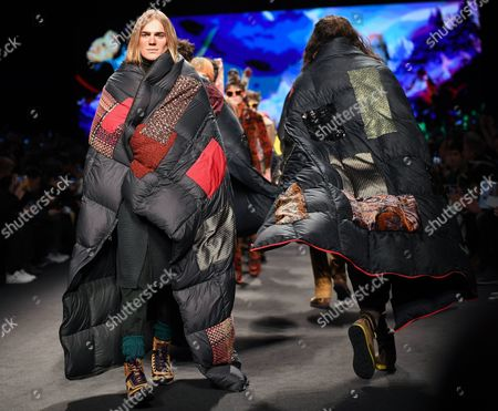 Models present creations from the Fall/Winter 2017/18 menswear collection of Italian designer Kean Etro for the label Etro during the Milan Men's Fashion Week, in Milan, Italy, 16 January 2017. The Milano Moda Uomo runs from 13 to 17 January.