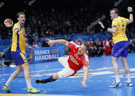 Denmark's Morten Olsen in action during the group D match between Denmark and Sweden at the IHF Men's Handball World Championship, Paris, France, 16 January 2017.