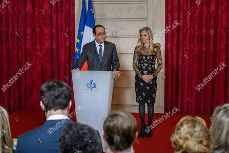 French President Francois Hollande (L) awards the Legion of Honour (Legion d'Honneur) to US ambassador to France Jane Hartley (R) at the Elysee Presidential Palace in Paris, France, 16 January 2017.