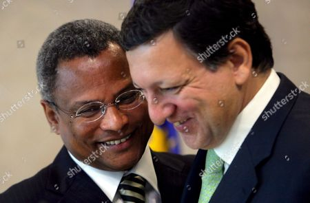 Cape Verde Prime Minister Jose Maria Neves (l) is Welcomed by European Commission President Jose Manuel Barroso Ahead of a Meeting in Brussels at Eu Commission Headquarter in Brussels 25 October 2007