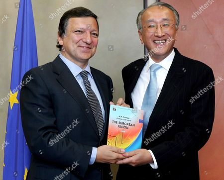 The Executive Director of the International Energy Agency (iae) Japanese Nobuo Tanaka is Welcomed by European Commission President Portuguese Jose Manuel Barroso at the European Commission Headquarter in Brussels 04 Spember 2008 Tanaka is in Brussels to Present the First Iae Report On European Energy Policy