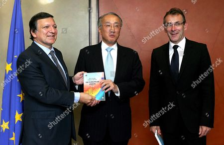 The Executive Director of the International Energy Agency Japanese Nobuo Tanaka (c) is Welcomed by European Commission President Jose Manuel Barroso and Eu Energy Commissioner Andris Piebalgs (r) at the European Commission Headquarter in Brussels 04 Spember 2008 Tanaka is in Brussels to Present the First Iae Report On European Energy Policy