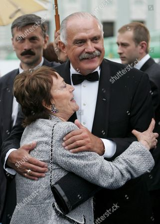 President of Moscow International Film Festival Well-known Actor and Film Director Nikita Mikhalkov Embraces Famous French Actress and Honorary Guest of the Festival Annie Girardot As They Arrive to the Closing Ceremony in Moscow 26 June 2005 the Only Russian Film Taking Part in the Contest 'Dreaming of Space' by Alexei Uchitel Has Won the 27th Moscow International Film Festival
