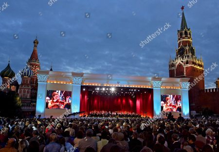 The Famous Violinist Us Hilary Hahn Performs During the Concert Masterpieces of the Violin Art On Red Square in Moscow 01 September 2007 On the Day of Moscow's 860th Anniversary On Red Square Performed by Today's Outstanding Virtuosos Pinchas Zukerman Joshua Bell Hilary Hahn Maxim Vengerov Nina Kotova
