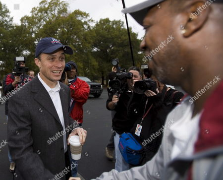 Democratic Us Senate Candidate Harold Ford Jr (l) Shakes Hands with a Voter Outside a Polling Location in Memphis Tennessee Tuesday 07 November 2006 Ford is in a Tight Race with Republican Businessman Bob Corker For the Tennessee Seat Being Vacated by Senate Majority Leader Bill Frist