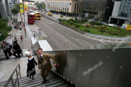 Australian Actors Mark Pegler (r) and Helen Christinson (2-l) Are Chased by Australian Actors Jo Turner (2-l) and Russell Fletcher (l) As They Promote Their Play 'The 39 Steps' at the Central Financial Business District of Hong Kong China 16 October 2008 the Drama Staged by British Playwright Patrick Barlow and Director Maria Aitken That Follows the Adventures of Richard Hannay is Due to Run From 15 to 26 October 2008 at the Lyric Theatre Hong Kong Academy For Performing Arts (hkapa)