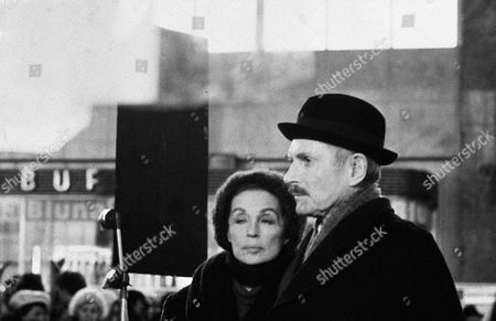 'The Boys from Brazil'- Behind the scenes, filming. Lilli Palmer and Laurence Olivier.