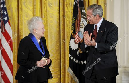 U S President George W Bush Applauds Actress Olivia De Havilland After Awarding Her the National Medal of Arts During a Ceremony in the East Room of the White House in Washington D C Usa 17 November 2008 De Havilland Won Two Oscars and is the Last Surviving Principal Cast Member From Gone with the Wind