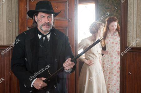 John Travolta, Taissa Farmiga, Karen Gillan