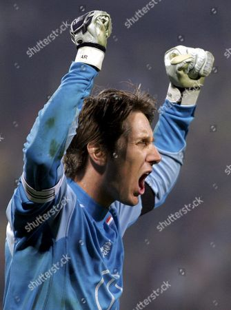 Netherlands' Captain Edwin Van Der Saar Reacts at the End of Their Group 1 Soccer World Cup 2006 Qualification Match Against Romania in Bucharest On Saturday 26 March 2005