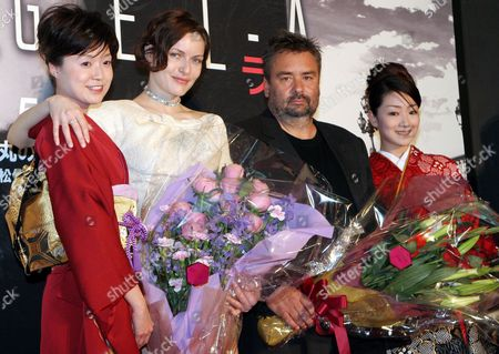 Accompanied by Two Japanese Women Dressed in Kimono Danish Actress Rie Rasmussen (2nd L) and French Director Luc Besson (2nd R) Pose For Photographers During a Press Event Held For the Promotion of Besson's Latest Movie 'Angel-a' in Tokyo Monday 8 May 2006 the Movie Will Be Screened in Japan On 13 May