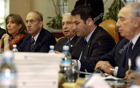Israeli Prime Minister Ariel Sharon (3rd L) Looks Around the Weekly Cabinet Meeting in His Jerusalem Offices On Sunday 13 March 2005 As the Government Meets to Discuss the Recent Report Submitted by Talia Sasson On the Status of Illegal 'Outpost' Jewish Settlements in the West Bank From Left to Right Are: Limor Livnat Education Minister Ehud Olmert Deputy Prime Minister Prime Minister Ariel Sharon Tal Maimom Cabinet Secretary and Shimon Peres Deputy Premier Scores of World Diplomats Will Be in Jerusalem This Week Including Un Secretary General Kofi Anan to Participate in the Inauguration of the New Holocaust History Museum in the Yad Vashem Complex