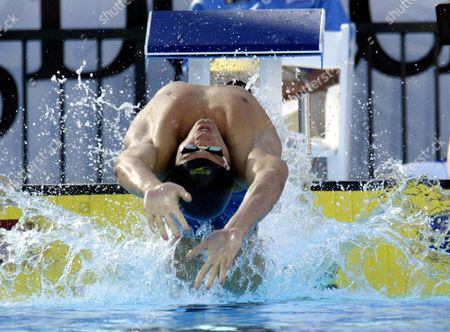 Us Swimmer Lenny Krayzelburg Dives Off the Starting Block During the Men's 100 Meter Backstroke at the U S Olympic Swimming Trials in Long Beach California On 09 July 2004 Krayzelburg Qualified For the Olympic Games in Athens Finshing Second in a Time of 54 06 Seconds