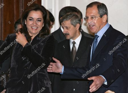 Russian Foreign Minister Sergei Lavrov (r) Welcomes Greek Foreign Minister Dora Bakoyianni (l) During Their Meeting in Moscow Wednesday 22 November 2006 Dora Bakoyianni is On a Working Visit in Russia
