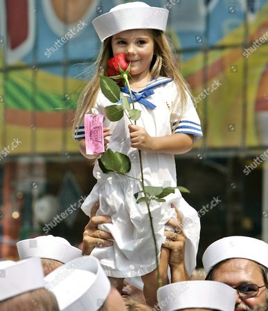 A Child Holds a Rose and Wears a Sailor Outfit at the Recreation of the Famous 'Kiss Picture' Sunday 14 August 2005 the Original Couple in the Iconic Image Edith Shain the Nurse and Carl Muscarello the Sailor Was Taken by Alfred Eisenstaedt 60 Years Ago Do the Day in Times Square On Victory Japan Day in 1945 to Signify the End of World War Two the Artist Seward Johnson Created a Life-sized Sculpture of the Kiss 'Unconditional Surrender' For the Event