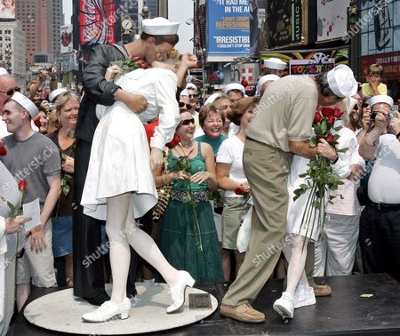 78 Year-0ld Carl Muscarello and 86 Year-old Edith Shain Recreate the Famous 'Kiss Picture' Sunday 14 August 2005 the Original Couple in the Iconic Image Edith Shain the Nurse and Carl Muscarello the Sailor Was Taken by Alfred Eisenstaedt 60 Years Ago Do the Day in Times Square On Victory Japan Day in 1945 to Signify the End of World War Two the Artist Seward Johnson Created a Life-sized Sculpture of the Kiss 'Unconditional Surrender' For the Event