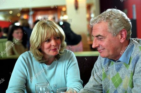 Stock Image of 'Fat Friends'   TV Alison Steadman and James Hazeldine