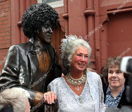 Philomena Lynott Mother of the Late Phil Lynott From Irish Rock Band Thin Lizzy As a Statue to the Irish Rock Legend is Unveiled in Dublin City Centre 19 August 2005 Phil Lynott Died in 1986 Aged 36