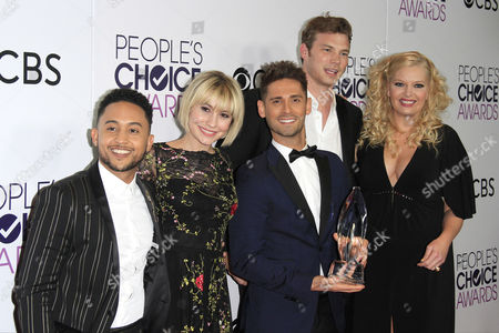(L-R) US actors Tahj Mowry, Chelsea Staub, Jean-Luc Bilodeau, Derek Theler and Melissa Peterman pose in the press room of the 2017 People's Choice Awards at the Microsoft Theater in Los Angeles, California, USA, 18 January 2017.