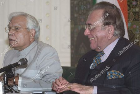 Indian Foreign Minister Natwar Singh (l) Attends a Joint Press Conference with Pakistani Foreign Minister Khursheed Mahmood Kasuri (r) in Islamabad On Tuesday 04 October 2005 After Discussing the Siachen Glacier Issue and Framework For Peace Progress