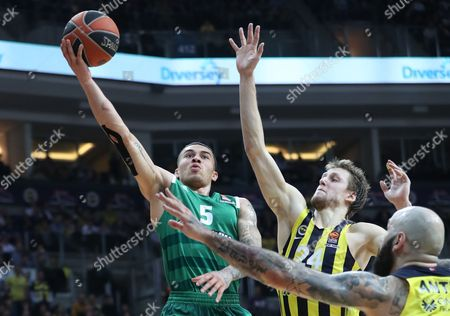 Panathinaikos' Mike James (L) tries to score under defense of Fenerbahce Istanbul's Jan Vesely (2-R) and Pero Antic (R) during the Euroleague basketball match between Fenerbahce Istanbul and Panathinaikos in Istanbul, Turkey 19 January 2017.