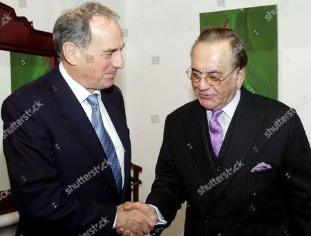 Dr Kim Howells (l) British Secretary of State For Foreign and Commonwealth Office Meets Pakistani Foreign Minister Khurshid Mahmood Kasuri in Islamabad On Tuesday 29 November 2005 Kim Howells is On an Official Visit to Pakistan