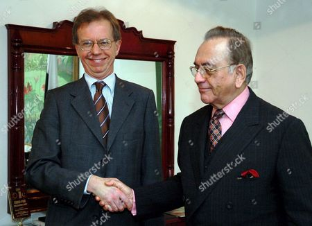 Lars Danielsson State Secretary/chief of Staff to Swedish Prime Minister Shakes Hands with Pakistani Foreign Minister Khurshid Mahmood Kasuri in Islamabad Pakistan Saturday 08 April 2006 Lars Danielsson is On an Official Visit to Pakistan