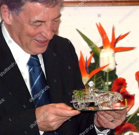 Senator Robert Hill Australia's Minister For Defense and Leader of the Government of the Senate Admires a Glass Sculpture Presented to Him by Secretary Avelino Cruz of Department of National Defense of the Philippines After Their Meeting at Department of National Defense Building Camp Aguinaldo Quezon City Northern Manila Tuesday 18 October 2005 Senator Hill is in Manila For a 4-day Offical Visit to Hold Talks with His Counterpart Philippine Defense Secretary Avelinino J Cruz Jr On Mutual Defense and Security Concerns