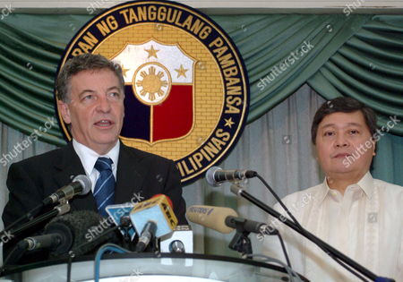 Senator Robert Hill (l) Australia's Minister For Defense and Leader of the Government of the Senate Speaks During a Joint Press Conference with Secretary Avelino Cruz of the Department of National Defense of the Philippines After Their Meeting at Department of National Defense Building Camp Aguinaldo Quezon City Northern Manila Tuesday 18 October 2005 Senator Hill is in Manila For a 4-day Offical Visit to Hold Talks with His Counterpart Philippine Defense Secretary Avelinino J Cruz Jr On Mutual Defense and Security Concerns