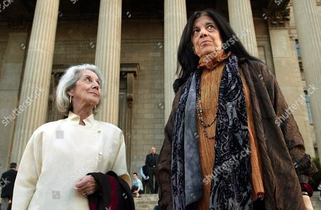 South African Nobel Laureate in Literature Nadine Gordimer (l) Looks Up at New York-based Novelist Cultural Philosopher and Activist Susan Sontag (r) Ahead of the Inaugural Nadine Gordimer Lecture in the Great Hall of the University of the Wiwatersrand in Johannesburg South Africa Wednesday 10 March 2004