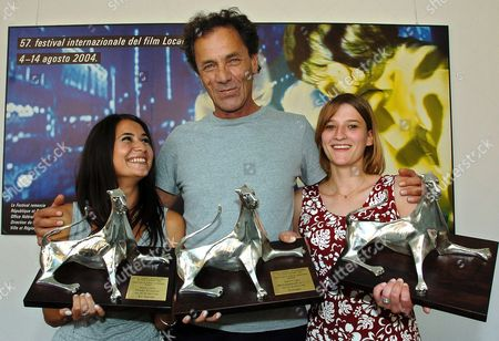 (l-r) German Actress Pinar Erincin (best Actress) Palestinian Actor Mohammad Bakri (best Actor) German Actress Maria Kwiatkowsky (best Actress) Pose with Their Awards at the 57th International Film Festival Locarno Saturday August 14 2004 in Locarno Switzerland Schweiz Suisse Locarno