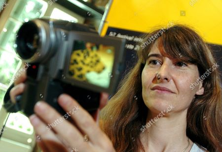 French Director Laetitia Masson Poses with a Video Camera After a Press Conference to Present Her Film 'Pourquoi (pas) Le Bresil' at the 57th International Film Festival Locarno on Thursday 05 August 2004 in Locarno Switzerland Switzerland Schweiz Suisse Locarno